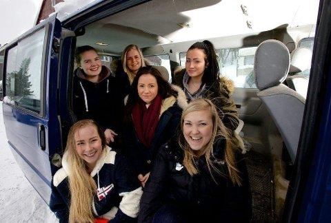 Jentene på Breivika videregående skole fikk ubehagelige henvendelser etter at Nordlys skrev om deres innsats for Kreftofreningen. Enkelte misforsto navnet på bilen.