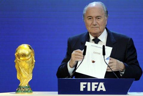 VINTER-VM: FIFA og Sepp Blatter ga VM i 2022 til Qatar, og bestemte senere at mesterskapet må spilles på vinteren. Det misliker spansk La Liga sterkt.