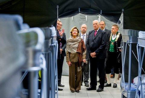 Kong Harald og dronning Sonja besøker det nye ankomstsenteret for asylsøkere i Råde i Østfold onsdag.