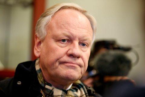 Advokat Sigurd Klomsæt (bildet) sier det oppsto en situasjon der den andre sjåføren ble svært aggressiv, og at mannen fulgte etter ham etterpå. Ved en butikk i nærheten kal mannen ha blitt enda hissigere.