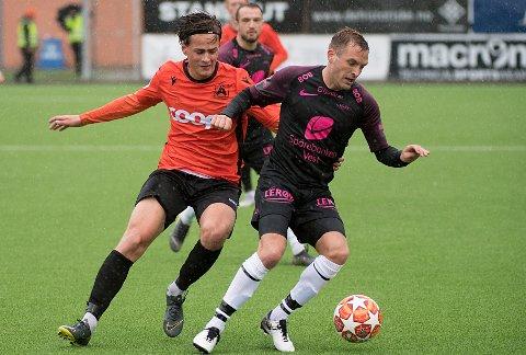 KJAPP RETUR: Åsane og Henrik Udahl (til venstre) har kriget seg tilbake til norsk fotballs nest høyeste nivå. Her i duell med nåværende Viking-spiller Kristoffer Løkberg i en tidligere kamp mot Brann.