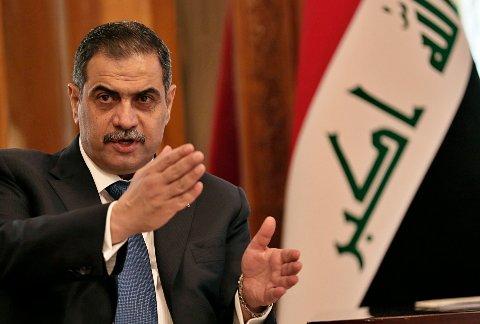 ETTERFORSKES: Najah al-Shammari på en pressekonferanse etter et møte med USAs forsvarsminister Mark Esper.