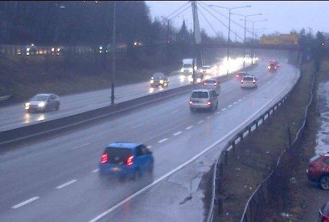 Bildet er fra webkamera på E18 ved Sandvika fredag formiddag.