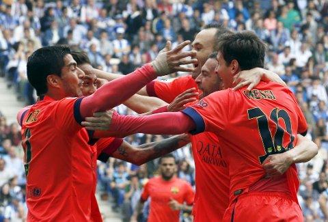 JUBEL: Barcelona-spillerne kan juble etter Neymars scoring mot Espanyol på lørdag.