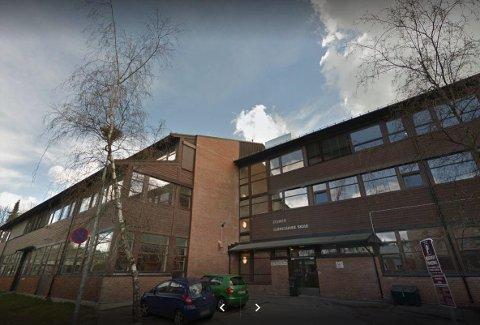 Politiet rykket torsdag ettermiddag ut til Stovner videregående skole etter melding om bråk mellom grupper av elever.