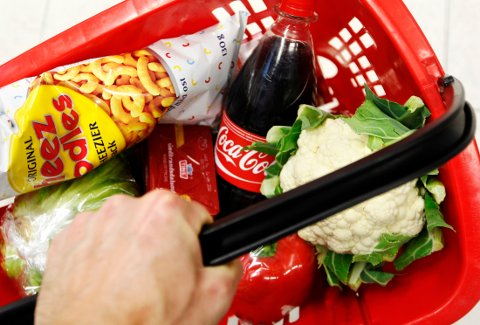 DYRERE MATVARER: Det var ingen priskrig på matvarer i årets påske, derfor spådde Nordea høyere matvarepriser. De steg med 0,9 prosent i april.