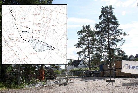 Her skulle den opprinnelige snuplassen i Kåres vei anlegges da planforsalget om stenging av Kåres- og Håvalds vei var oppe i fjor. Innfelt er kart over det opprinnelige området (skravert) og det utvidede planområdet med ny snuplass i Håvalds vei.