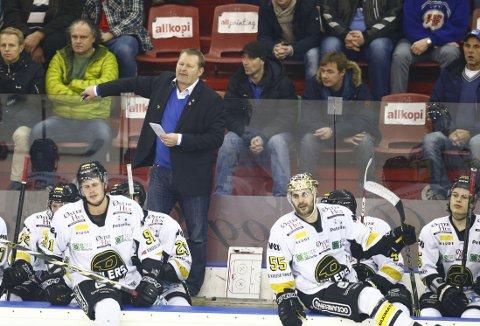 GULLSMAK: Stavanger Oilers og trener Petter Thoresen kan snart feire seriegull. Her fra kampen mot Vålerenga i januar.