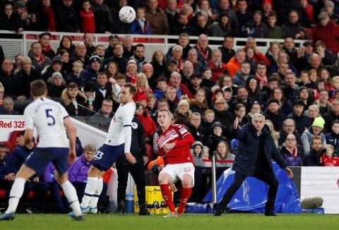 MISFORNØYD MANN: Tottenham og manager José Mourinho fikk lite til å stemme på besøk hos Middlesbrough i FA-cupen søndag.