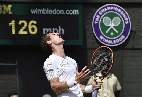 RØK UT: Andy Murray hadde ikke helt dagen i Wimbledon.