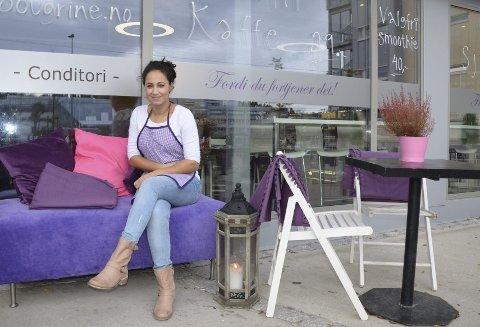 NYTT MØTESTED: Oiafa Bougrine håper at kafeen med samme navn kan bli et sosialt møtested for folk som bor og jobber i Skullerud-området. Hun byr på alt fra salater til wienerbrød og kaffe. Alle foto: NSO