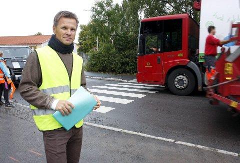 FARLIG SKOLEVEI: Atle Carlsen i Ekeberg skoles FAU synes det er positivt at bydelsutvalget støtter dem i at det kreves omfattende tiltak for å bedre trafikksikkerheten ved skolen.