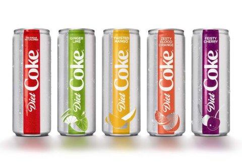 NYE SMAKER: Coca Cola lanserer fire nye smaker, samt nytt design for Coca Cola Light-serien.