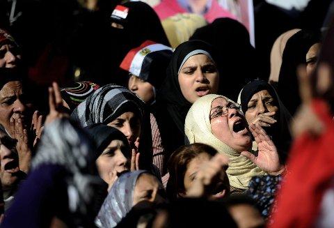 Egyptiske kvinner demonstrerer på Tharirplassen i den egyptiske hovedstaen Kairo i 2011.