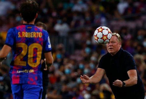 Ronald Koeman ber Barcelona-fansen ha lave forventninger til årets Champions League-sesong. Foto: Joan Monfort / AP / NTB