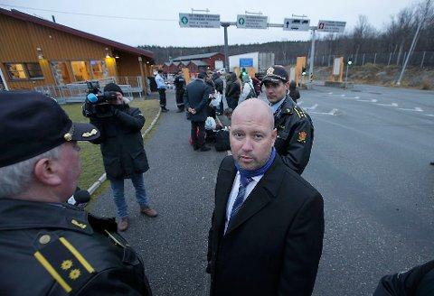 FORTSETTER GRENSEKONTROLL: Justisminister Anders Anundsen sier fredag at grensekontrollen blir forlenget.