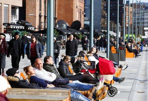 SOL OG VARME: I helgen blir det fint i Sør-Norge, og temperaturene fortsetter å stige.