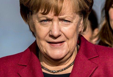 Tysklands statsminister Angela Merkel sier hun er «svært skeptisk» til ideen om å danne mindretallsregjering.