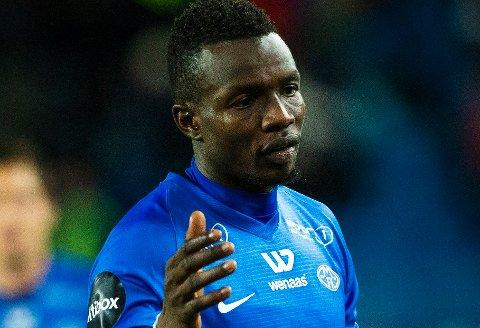 Tidligere Molde-spiller Babacar Sarr mener han uriktig er anklaget for flere voldtekter. Politiet har henlagt to av sakene mot ham.