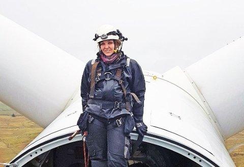 Aina Maudal var blant Norges første som gikk ut i lære som vindtekniker i 2015. Fire år senere har hun funnet seg godt til rette på land, og ser i grunn ikke for seg en karriere til havs - selv om hun synes det høres spennende ut.