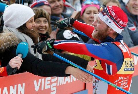 FAMILIEFORØKELSE: Martin Johnsrud Sundby og kona Marieke Heggeland venter barn. Her er paret avbildet etter langrennsstjernens triumf i Tour de Ski for tre år siden.