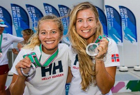VM-KLARE: Tønsberg-seilerne Hlene Næss og Marie Rønningen er blant de norske håpene i VM. Her fra prøve-OL i Japan i fjor der duoen sikret seg sølvmedaljer.