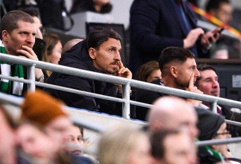 PÅ TRIBUNEPLASS: Deleier Zlatan Ibrahimovic var på tribunen da hans Hammarby møtte Varberg i den svenske cupen i slutten av februar. Har han planer om å bidra på banen også?