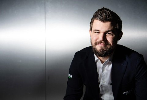 DRO DET I LAND: Det ble nok tettere enn Magnus Carlsen ønsket seg, men verdenseneren triumferte likevel i sin egen netturnering lørdag.