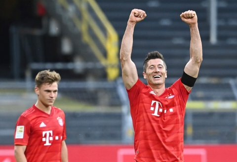Joshua Kimmich (t.v.) og Robert Lewandowski har grunn til å smile. De har en komfortabel ledelse i Bundesliga, og de har en god mulighet til å ta seg til cupfinalen mot et formsvakt Eintracht Frankfurt-lag onsdag.