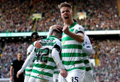 Kristoffer Ajer (t.h.) er krumtappen i Celtic-forsvaret.