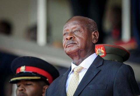 President Yoweri Museveni har styrt Uganda siden 1986 og kritiseres for å bli stadig mer autoritær. Nå har regimet stengt over 50 uavhengige organisasjoner, blant dem landets fremste menneskerettsorganisasjon Chapter Four. Foto: AP / NTB