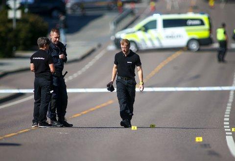 Lørdag morgen ble en mann skutt og drept av politiet. Den avdøde skal ha oppført seg truende og jaktet etter en annen person med våpen.