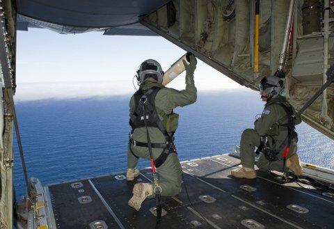Det australske luftforsvaret deltar aktivt i søket etter det savnede passjerflyet MH370.