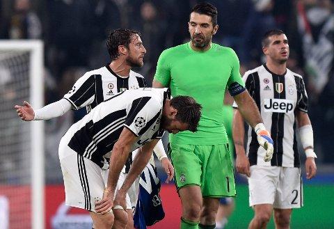 SEN UTLIGNING: Juventus-keeper Gianluigi Buffon og lagkamerat Claudio Marchisio depper etter å ha rotet vekk ledelsen mot Lyon.