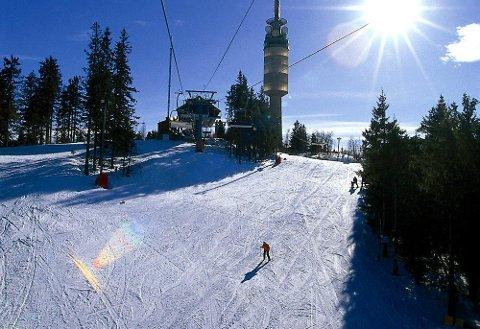 REKORDSALG: Alpinanleggene opplever gode tider etter de satte ned prisen på årskort i 2016. Oslo Vinterpark har åpnet og melder om gode forhold. Bildet er fra en tidligere vinterdag i området.