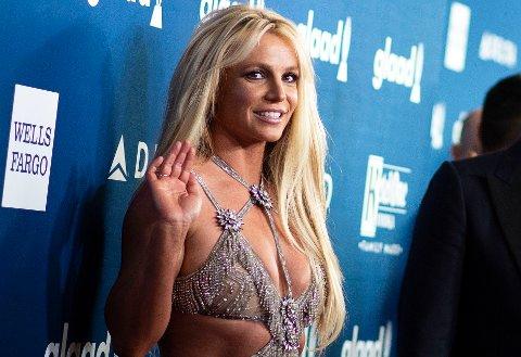 TØFT ÅR: Britney Spears liv er fylt av intriger og usikkerhet rundt hennes mentale helse. Skal vi tro manageren hennes kan det hende hun aldri vil stå på en scene igjen. Her fra et event i april for ett år siden.