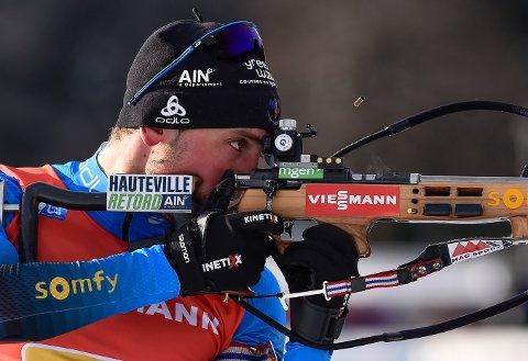 Simon Desthieux skjøt feilfritt og ligger an til å vinne skiskyttersprinten i Nove Mesto som ender uten nordmenn på pallen. Foto: Lubos Pavlicek / CTK via AP / NTB
