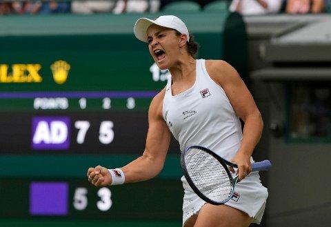 Verdenseneren Ashleigh Barty er klar for sin første kvartfinale i Wimbledon. Foto: Alastair Grant / AP / NTB
