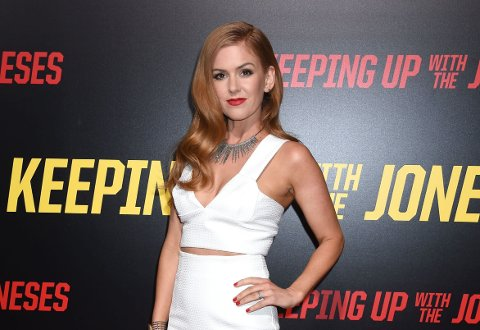 AKTUELL: Isla Fisher p årød løper for Keeping Up With The Joneses'.