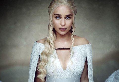 Emilia Clarke er en av hovedpersonene i Game of Thrones. Snarte r rollen hennes Daenerys Targaryen klar for sesong syv!