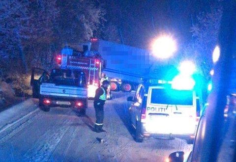 To personbiler og to vogntog er involvert i ulykken på grensa mellom Bodø og Fauske. Foto: AN-tipser