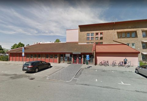 MALMÖ: Det er dette sosialkontoret i Halsjögatan i Malmö som er angrepet med brannbomber.