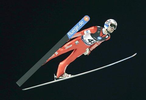 Anders Jacobsen viser at VM-formen er på vei da han hoppet NM i Holmenkollen tirsdag.