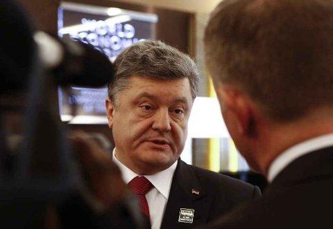 BER OM HJELP: Ukrainas president Petro Porosjenko ber om å få bistand fra internasjonale fredsbevarende styrker.