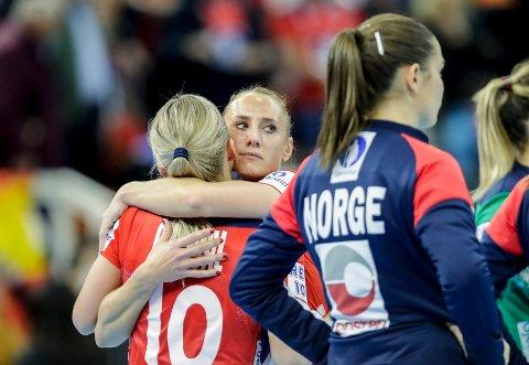 SKUFFET: Camilla Herrem og resten av de norske spillerne var en skuffet gjeng etter fredagens nederlag i semifinalen.