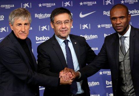HØYE HERRER: Barcelona-president Josep Maria Bartomeu (midten) sportsdirektør Eric Abidal (til høyre) skal ha hatt et opplaringsmøte onsdag. Til venstre ses Barcelona-trener Quique Setien som ble ansatt i januar.