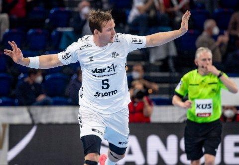 Kiels Sander Sagosen kunne endelig spille foran en utsolgt hjemmehall i Kiel. Foto: Axel Heimken / DPA / NTB