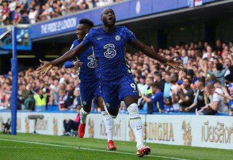Chelseas nye helt: Romelu Lulaku feirer sin første scoring på Stamford Bridge i kampen mot Aston Villa 11.september