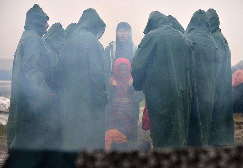 FLYKTNINGELEIR: Det brøt ut slåsskamp i en overfylt leir. Her er en av flere leirer i og ved Hellas..