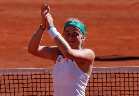 FRYKTLØS: Jelena Ostapenko gikk helt til topps i Roland-Garros etter finaleseieren over langt høyere rangerste Simona Halep.